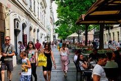 在Knez Mihailova街,贝尔格莱德,塞尔维亚上的步行者 库存图片