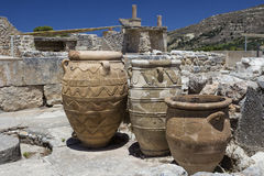 在Knossos宫殿的黏土瓶子 库存照片