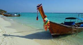 在ko发埃发埃海岛上的长滩 免版税库存照片