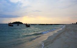 在KO LIPE的日出海滩国家公园11月2014年, Tarutao 免版税库存图片
