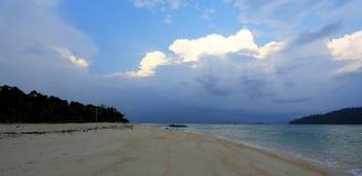 在KO LIPE的日出海滩国家公园11月2014年, Tarutao 库存照片