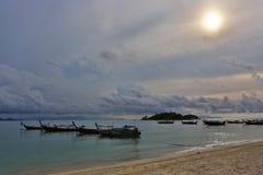 在KO LIPE的日出海滩国家公园11月2014年, Tarutao 免版税图库摄影