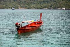 在KO LIPE的长尾巴小船同水准11月2014年, Tarutao国民 库存图片