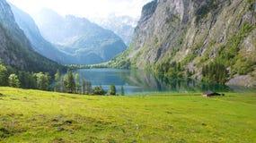 在Koenigssee附近的美丽如画的高山小屋在巴伐利亚,德国 免版税库存照片