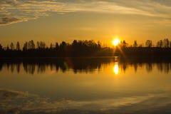 在Kokemäenjoki河,芬兰2的日出 免版税库存照片