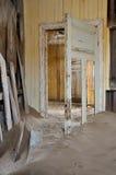 在Kolmanskop 2的腐朽的建筑学 免版税库存照片