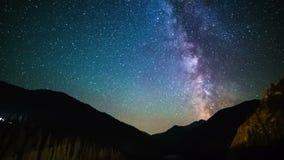 在Kolsay湖的银河哈萨克斯坦山的 4K TimeLapse - 2016年9月,阿尔玛蒂和阿斯塔纳,哈萨克斯坦 股票录像