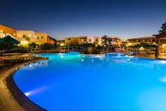 在Kolymbia打开游泳池在Mikri勃利旅馆手段 免版税库存图片