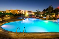 在Kolymbia打开游泳池在Mikri勃利旅馆手段 免版税图库摄影
