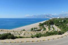 在Konyaalti海滩的路在安塔利亚,土耳其 免版税库存照片