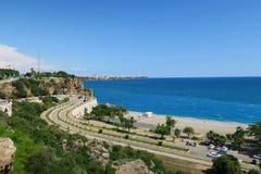 在Konyaalti海滩的路在安塔利亚,土耳其 库存照片