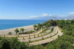 在Konyaalti海滩的路在安塔利亚,在土耳其 库存照片