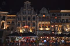 在Korenmarkt的夜视图在跟特, 2017年11月5日的比利时 库存照片
