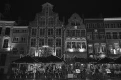 在Korenmarkt的夜视图在跟特, 2017年11月5日的比利时 免版税库存照片