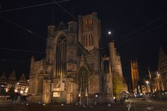 在Korenmarkt的夜视图在跟特, 2017年11月5日的比利时 库存图片