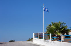 在Kos海岛上的希腊旗子 库存图片
