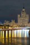 在Kotelnicheskaya堤防的高大厦在莫斯科 免版税图库摄影