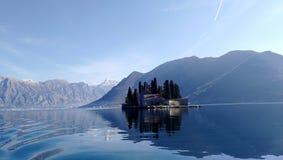 在kotor海岛上在湖中间的 免版税库存照片