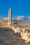 在Kourion考古学站点的古色古香的专栏 免版税图库摄影
