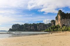 在Krabi泰国的Railay海滩 聚会所 免版税图库摄影