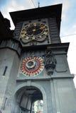在Kramgasse街道上的中世纪Zytglogge钟楼在伯尔尼 库存图片