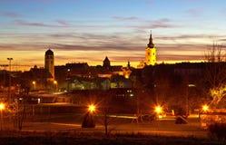 在Krizevci古镇的五颜六色的黄昏  图库摄影