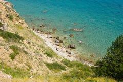 在Krk,克罗地亚海岛上的一个海滩  免版税库存图片