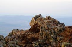 在KrkonoÅ ¡ e山的偏僻的岩石 库存图片