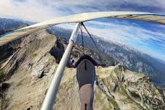 在Krn山上的悬挂式滑翔机 免版税库存图片
