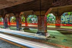 在Krog街隧道墙壁上的街道画  库存图片