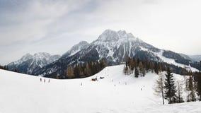 在Kronplatz滑雪胜地的滑雪坡道 免版税库存照片