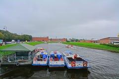 在Kronverksky段落的一个码头在彼得和保罗堡垒在圣彼得堡,俄罗斯 库存图片