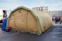在Kuibyshev广场的大可膨胀的帐篷翼果的,俄罗斯 免版税库存照片