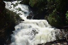 在Kumily多小山路线的Kumily瀑布对Thekkady的 库存照片