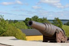 在Kustaanmiekka的岸堤防的大炮,追溯到俄国时代 葡萄酒开枪19 c 芬兰堡Sveaborg堡垒, H 图库摄影