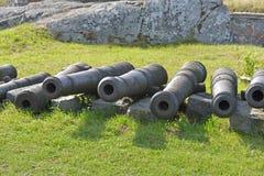 在Kustaanmiekka的岸堤防的大炮,追溯到俄国时代 葡萄酒开枪19 c 芬兰堡Sveaborg,赫尔辛基 免版税库存照片