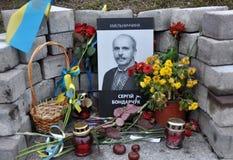在Kyiv_14的人s纪念英雄天堂般的数百 图库摄影
