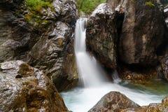 在Kyngyrga河的第一瀑布 Arshan 俄国 免版税图库摄影