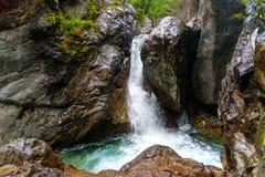 在Kyngyrga河的第一瀑布 Arshan 俄国 图库摄影