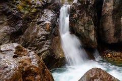 在Kyngyrga河的第一瀑布 Arshan 俄国 免版税库存图片