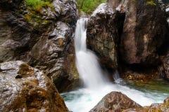在Kyngyrga河的第一瀑布 Arshan 俄国 免版税库存照片