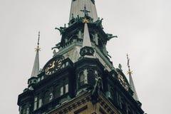 在kyrkan德国的教会或的Tyska,斯德哥尔摩钟楼的特写镜头  免版税库存图片