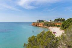 在L ` Ampolla,卡塔龙尼亚,西班牙附近的海滩盖帽罗伊格 库存图片