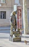 在La兰布拉,巴塞罗那,西班牙的活雕象 免版税库存照片