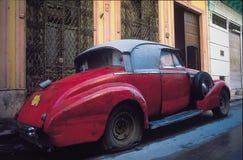 在la哈瓦那的老汽车 免版税库存照片