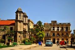 在La哈瓦那` s街道的经典汽车 库存图片