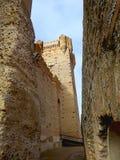 在La莫塔岛的城堡的墙壁或卡斯蒂略de La莫塔岛之间 免版税库存照片