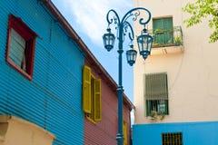 在La Boca,布宜诺斯艾利斯的五颜六色的墙壁 库存图片
