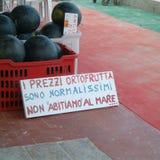 在La Cinta海滩卖的西瓜 免版税库存图片