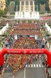 在La Cursa de la Merce起始时间的赛跑者  库存照片